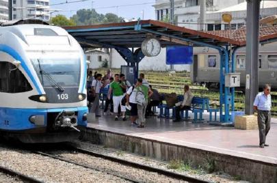 إضراب مفاجئ لعمال السكك يشل قطار الضواحي بالعاصمة