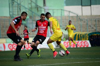 الدوري الجزائري في موسم جديد.. الأندية في مواجهة كورونا أوّلًا