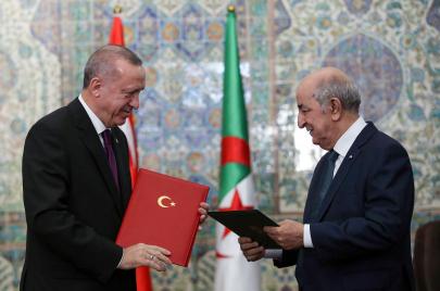 الجزائر تُسلّم تركيا قياديًا في تنظيم فتح الله غولن