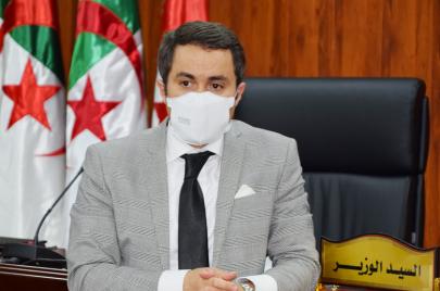 وزير الشّباب والرياضة يستفزّ الجزائريّين.. من لم يعجبه الدّستور فليهاجر
