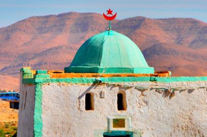 المساجد والزوايا.. قواعد التعبئة الشعبية للسلطة؟
