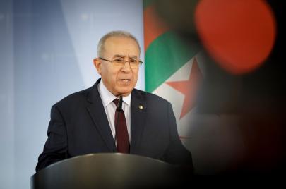 الجزائر تصر على رفض أي تدخل أجنبي في ليبيا