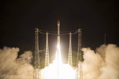 قلق جزائري وإسباني من إطلاق المغرب قمرًا صناعيًا جديدًا