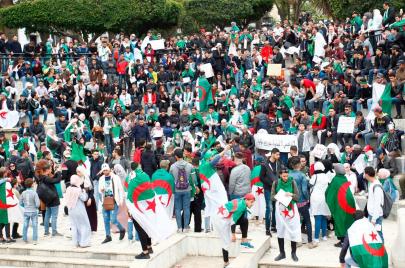 المثقفون والفنانون الشباب.. روافد الحراك الشعبي في الجزائر