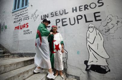 الفراغ الدستوري.. جزائريون يسخرون من الأزمة
