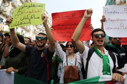 إضراب وطني يشلّ عدّة قطاعات دعمًا للحراك الشعبي