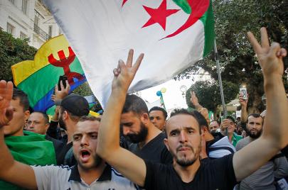 أكبر محاكمة لسجناء الرأي في الجزائر.. 31 معتقلًا ينتظرون الإفراج