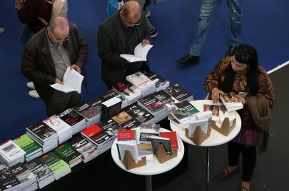 سوق الكتاب في الجزائر.. ناشرون على حافّة الإفلاس