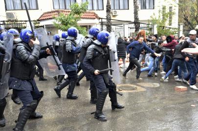 اعتقالات في يوم الاستفتاء على الدستور