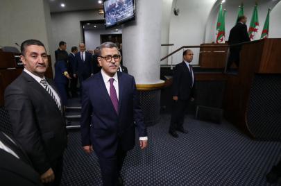 الحكومة الجزائرية.. 3 امتحانات على الطاولة