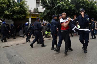 معتقلو مظاهرة السبت يدخلون في إضراب عن الطعام