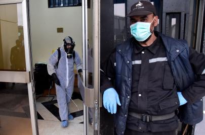وباء كورونا يستشري في 32 ولاية ويسجل 302 إصابة و21 وفاةً