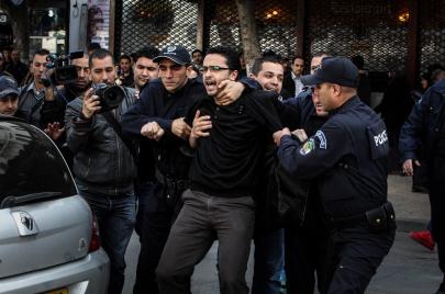 وقفة للإفراج عنهم.. عدد السجناء السياسيين تجاوز المائة