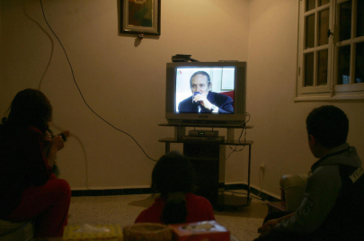 التلفزيون الحكومي يُرعب الجزائريين.. قد تعود العشرية السوداء!