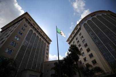 الأزمة الجزائرية وأولوية الحلّ الاقتصادي على السياسي!