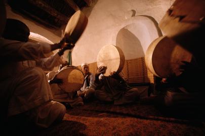 باحث جزائري يدعو إلى عروض موسيقيّة ومسرحيّة في المساجد