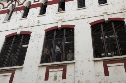 انقطاع الإنترنت في الجزائر.. مصداقية البكالوريا تضرب الاقتصاد