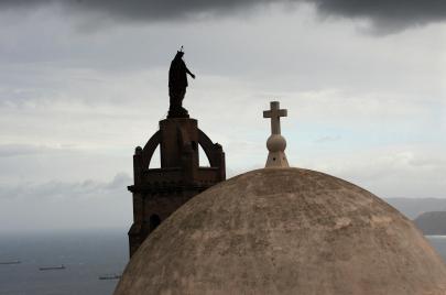 غلق الكنائس في الجزائر.. إجراءات قانونية أم انتهاك للحرّيات الدينية؟