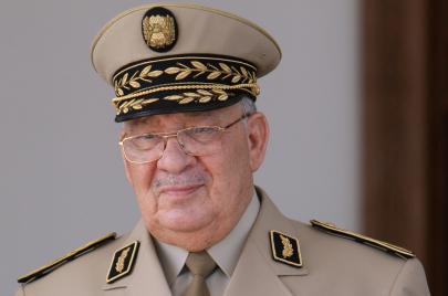 الأرسيدي يتّهم قايد صالح بقيادة ثورة مضادّة