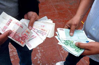كابوس تحويل العملة.. هكذا تضيع أموال الجزائريين