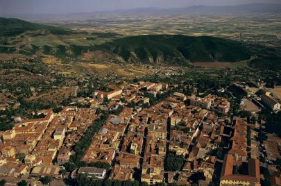 وزيرة الثقافة: تصنيف مدينة مليانة ضمن القطاعات المحفوظة في الجزائر