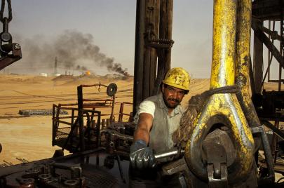 أسعار النفط تواصل الصعود وتسجل مستويات قياسية