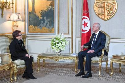 قيس سعيّد يقلّد المجاهدة بوحيرد أعلى وسام في تونس