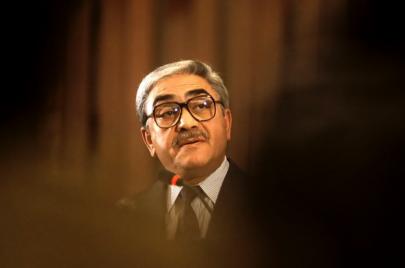 أزمة كورونا تعيد الرئيس زروال إلى  الشأن العام